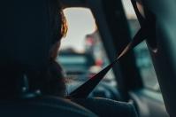 Przepisy dotyczące przewożenia dzieci w fotelikach samochodowych